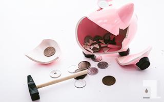 貯金箱を破壊