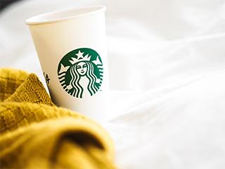 スターバックスコーヒーの紙コップ